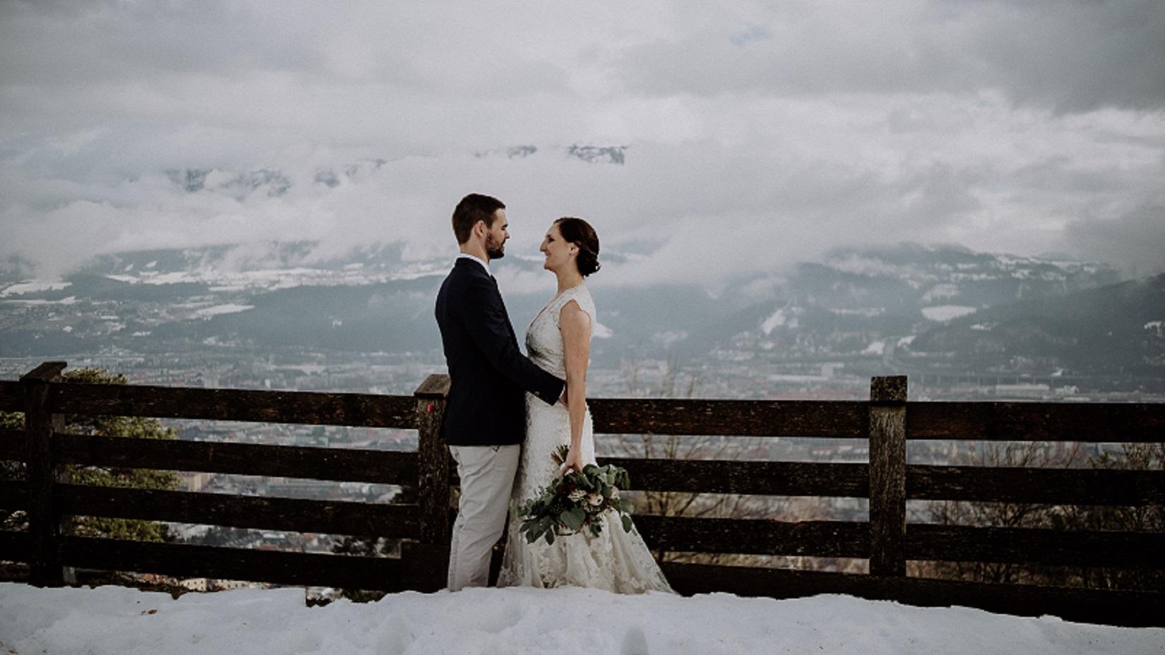 romantische-Winterhochzeit-im-Schnee